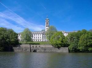 英国诺丁汉大学