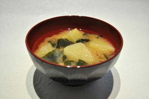 Potato_and_seaweed_miso_soup