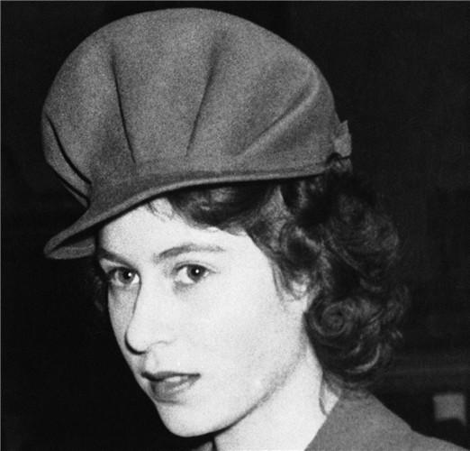 queen-elizabeth-ii-1944