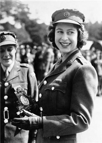 queen-elizabeth-ii-1945