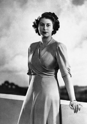 queen-elizabeth-ii-1946 (1)