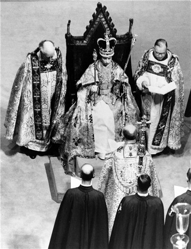 queen-elizabeth-ii-coronation-ceremony-1953 (1)