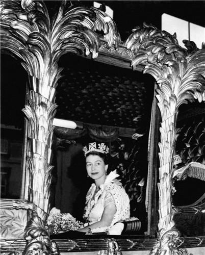 queen-elizabeth-ii-coronation-ceremony-1953