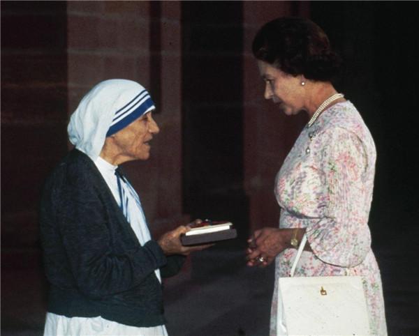 queen-elizabeth-ii-mother-teresa-1983