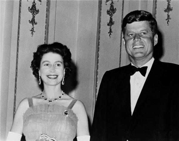 queen-elizabeth-ii-president-john-kennedy-1961