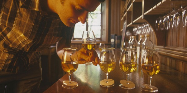 whisky-nosing-strathisla