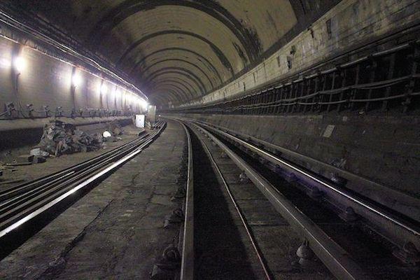south-kentish-town-underground-station-abandoned-2