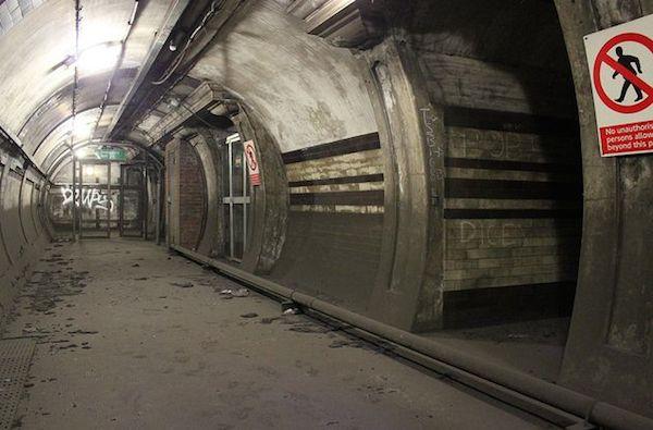 south-kentish-town-underground-station-abandoned